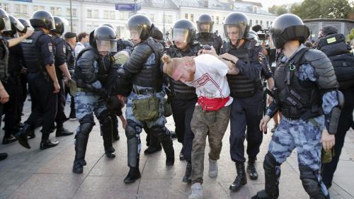"""Manifestation réprimée à Moscou : """"L'autorisation d'utiliser la violence a été prise par l'administration présidentielle"""""""