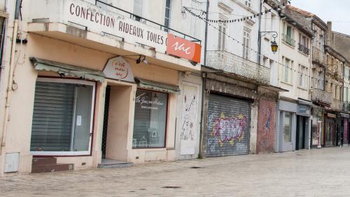"""GRAND FORMAT. """"Le pire, c'est quand la dernière pâtisserie a fermé"""" : à Villeneuve-sur-Lot, autopsie d'un centre-ville en déshérence"""