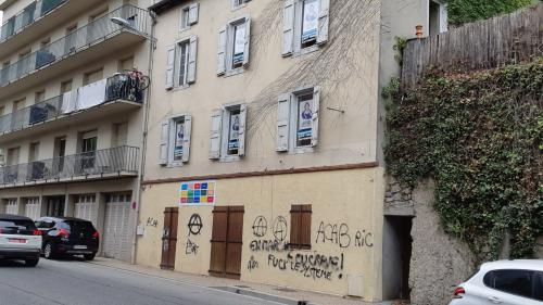 Un local de La République en marche dégradé en Ariège