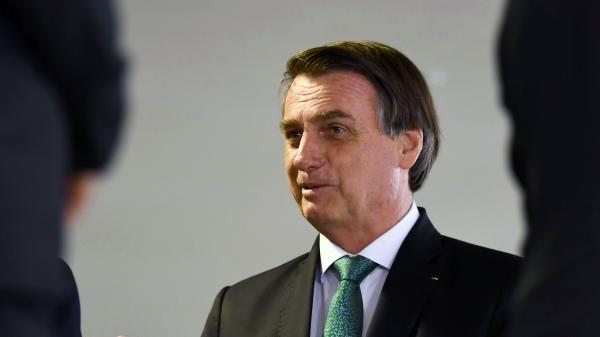 Jair Bolsonaro annule une rencontre avec Jean-Yves Le Drian pour... se faire couper les cheveux
