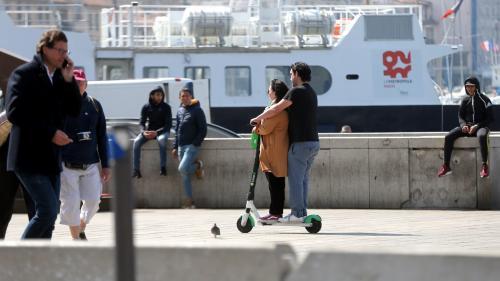 """""""On ne les voit pas et on se les prend en pleine face"""" : à Marseille, les trottinettes électriques bientôt interdites sur les trottoirs"""