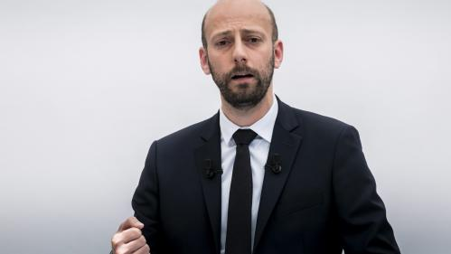 La permanence du patron de La République en marche taguée à Paris
