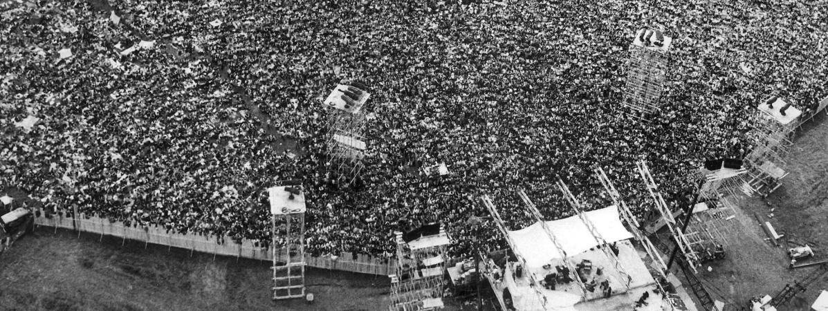 Vue aérienne du public de Woodstock en le 16 août 1969.