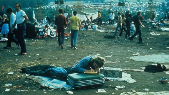 Le public du festival de Woodstock en août 1969.