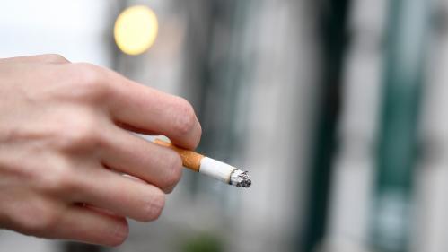 """VIDEO. """"En moins de dix secondes, ma vue commence à se voiler"""": Jordan, victime d'une arnaque à la cigarette trafiquée, témoigne"""