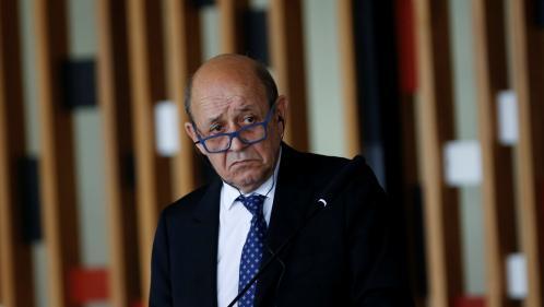 Jean-Yves Le Drian ironise sur le président brésilien Jair Bolsonaro, qui avait annulé leur entrevue pour aller chez le coiffeur