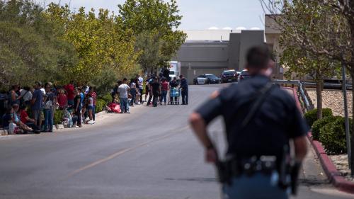 Etats-Unis : une tuerie a fait 20 morts dans un centre commercial à El Paso au Texas, la police évoque un possible motif raciste