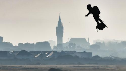 Franky Zapata : l'homme volant réussit à atteindre l'Angleterre sur son Flyboard