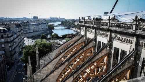 Des techniques d'aspiration des particules de plomb seront mises en place sur les sols autour de Notre-Dame de Paris