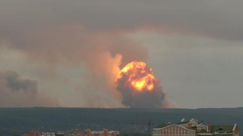 Explosion d'un dépôt de munitions en Sibérie : plusieurs personnes blessées, des milliers évacuées