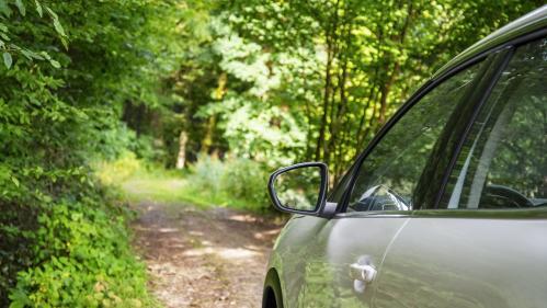 A la campagne, les trajets sont cinq fois plus longs en transports en commun qu'en voiture