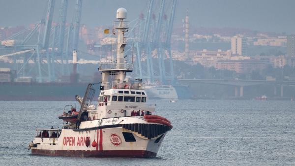 """Malte et l'Italie refusent d'accueillir dans leurs ports le navire humanitaire """"Open Arms"""", qui a secouru 121 migrants"""