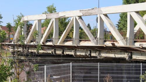 """""""J'ai peur qu'il s'effondre un jour"""" : on est allés voir de plus près quelques-uns des 25000 ponts en mauvais état en France"""