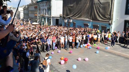 Que se passe-t-il à Moscou, où des milliers d'opposants descendent chaque samedi dans la rue ?