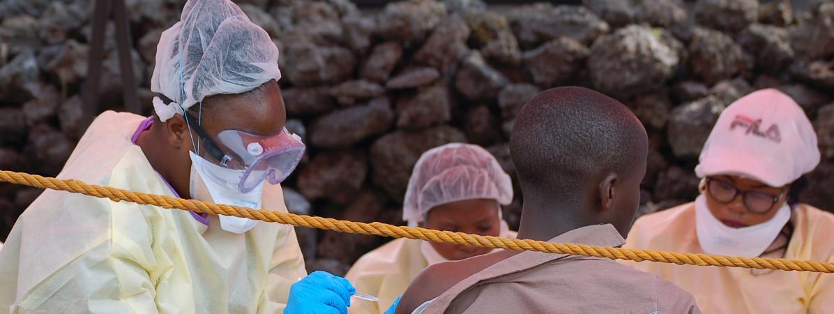 Ebola en RDC : trois médecins congolais soupçonnés d'avoir commandité le meurtre d'un épidémiologiste de l'OMS