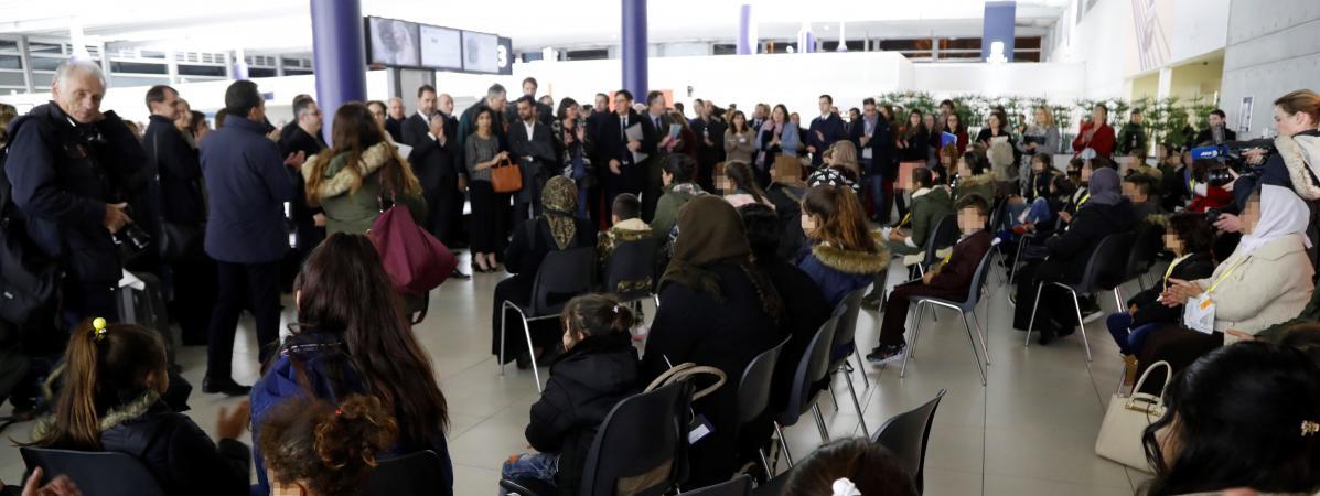 350 réfugiés yézidis ont été accueillis en France depuis décembre, les premiers le 20 décembre 2018 à l\'aéroport de Roissy.