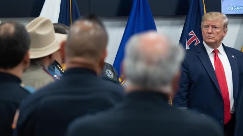 Fusillades d'El Paso et Dayton : malgré une visite millimétrée, Donald Trump n'a pas échappé aux critiques