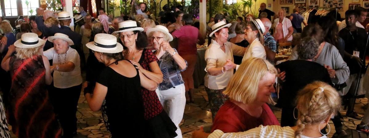 Chez Gegène, la guinguette de Jointville-le-Pont, où depuis 13 ans, le Secours populaire organise le banquet des cheveux blancs.