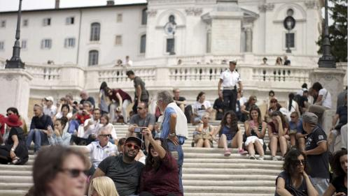 Rome : il est interdit de s'asseoir et de manger sur l'escalier de la Trinité des Monts