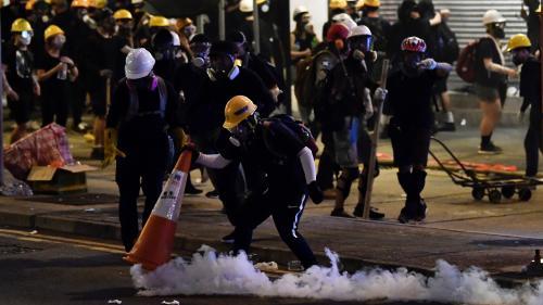Hong Kong : pointeurs laser, cônes de chantier ou tickets de métro... Les astuces des manifestants pour faire face à la police