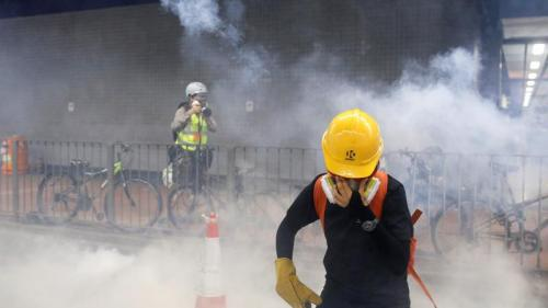 Hong Kong : la police disperse une manifestation non-autorisée avec des gaz lacrymogènes