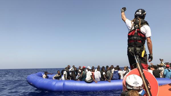 """Après un nouveau sauvetage en Méditerranée, le navire """"Ocean Viking"""" transporte désormais 251 rescapés"""