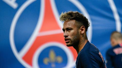 """Football : Neymar """"ne fait plus partie du PSG, il doit partir"""", affirme un supporter"""