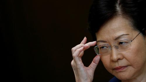 """La violence pousse Hong Kong vers """"un chemin sans retour"""", met en garde la cheffe de l'exécutif Carrie Lam"""