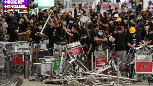 """Manifestations à Hong Kong : """"La peur s'est transformée en motivation"""", témoigne une jeune manifestante"""