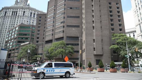 Affaire Jeffrey Epstein : le directeur de la prison a été muté et deux employés ont été suspendus