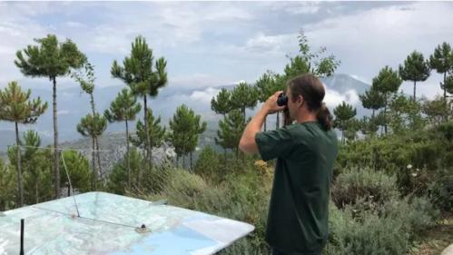 """""""Il arrive qu'on détecte des fumées à une trentaine de kilomètres"""" : dans les Alpes-Maritimes, des guetteurs tentent d'éviter les incendies  https://www.francetvinfo.fr/faits-divers/incendie/il-arrive-qu-on-detecte-des-fumees-a-une-trentaine-de-kilo"""