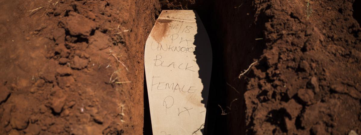 En Afrique du Sud, la difficile mission de rendre leur identité aux morts anonymes