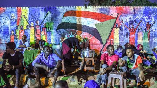 Au Soudan, les graffitis des protestataires sont effacés
