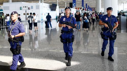 Hong Kong : le trafic a repris à l'aéroport au lendemain de violents affrontements entre manifestants et policiers