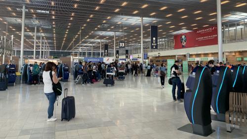 Armé d'un couteau en céramique, un homme a été arrêté à l'aéroport d'Orly