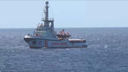 Quelles sont les règles qui encadrent les secours de migrants en Méditerranée et l'accostage des navires humanitaires ?