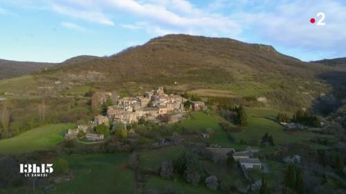 """VIDEO. Petit boulot éloigné, gros budget essence, loyer trop cher... : la vie en Ardèche d'un """"Tanguy"""" malgré lui"""