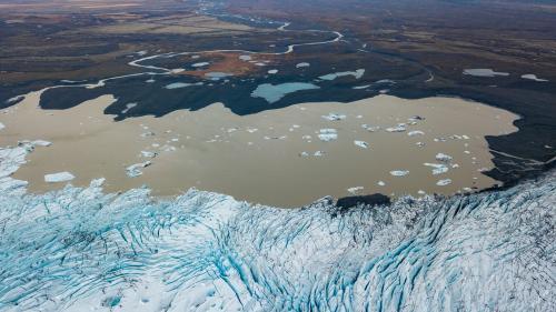 """""""C'est un appel au futur et à l'action"""": l'Islande honore son premier glacier fondu à cause du réchauffement climatique"""
