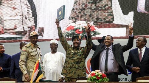 Soudan : un accord de transition signé entre civils et militaires après huit mois de contestation
