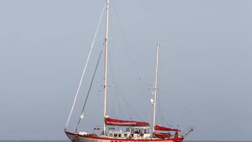 """Vingt-sept migrants mineurs à bord de """"l'Open Arms"""" autorisés à débarquer à Lampedusa"""