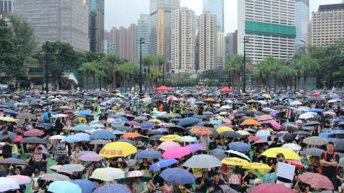 Manifestations à Hong Kong : des dizaines de milliers de personnes défilent en soutien au mouvement prodémocratie