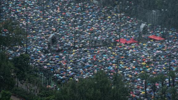 Une marée humaine de manifestant le 18 août 2018, à Victoria Park, à Hong Kong.