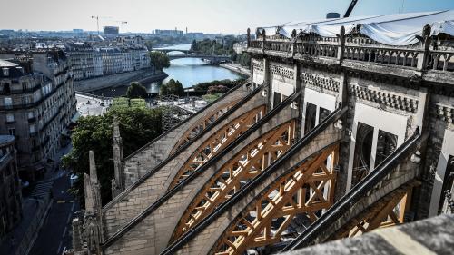 """""""Notre Dame de Paris n'est pas sauvée!"""": Entre urgence et précaution, les travaux de consolidation de la cathédrale redémarrent"""