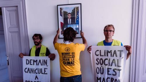"""En marge du G7, une """"marche des portraits"""" à Bayonne pour dénoncer """"l'inaction climatique"""" du gouvernement"""