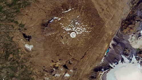 VIDEO. On est allés en Islande à l'enterrement d'Okjökull, le premier glacier disparu en raison du réchauffement climatique