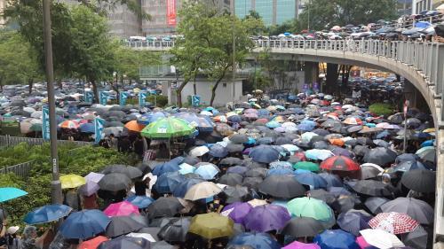 """VIDEO. """"L'été du mécontentement va se poursuivre"""" : à Hong Kong, Joshua Wong se bat pour la démocratie et la liberté"""