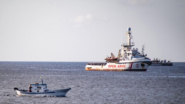 """""""Open Arms"""" : Madrid propose au navire d'accoster en Espagne et hausse le ton face à Matteo Salvini"""