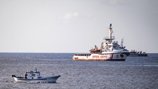 """""""Open Arms"""" : une centaine de migrants toujours bloqués au large de Lampedusa"""