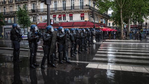 """Le syndicat CRS UNSA """"choqué"""" par les propos """"vexants"""" d'Emmanuel Macron sur une réforme des méthodes d'intervention des forces de l'ordre"""