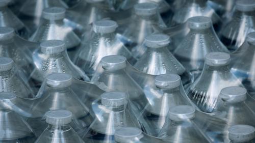 Les microplatisques dans l'eau potable ne représentent pas de danger majeur pour la santé, estime l'OMS